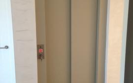 grupo-nucleo-ascensor-plateado-puertas